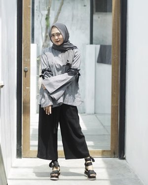 Playing with grey & black ☑️ Captured by @sahidbwn #vsco #vscocam #ootd #hijabootd #semarangblogger #clozetteid