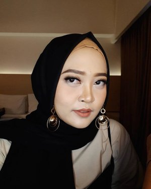 Thankyou @beautybyinez for this natural make up look for last night! Luv ❤️ #makeupoftheday #motd #clozetteid #hijabstyle