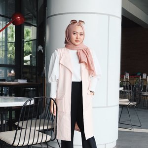 After wearing hijab, I always love wearing layers, especially outer. This one is from @lilachlabel , super love and available in another colour 😘#vsco #vscocam #clozetteid #ootd #hijabstyle #hijabootd