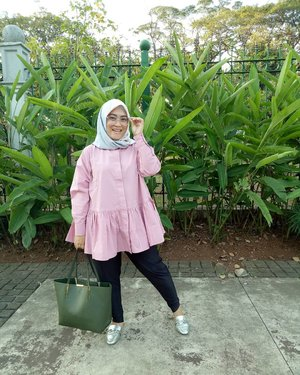 Tops & #pleatspants from @fixpose 💗#clozetteid #style #ootdfashion #ootdindo #hijab #fashion #pink #Friday #tgif #andiyaniachmad #hijabstyle #love