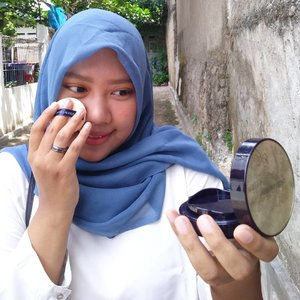 Morning beautiesss... Get ready for this morning with #EsteeID ❤️ . . *eitss touch up dulu sebelum naek angkutan umum 😂 On frame : double wear bb cushion shade tawny . . #clozetteid #esteeid #esteelauder #beautyblogger #instatoday #instadaily #bloggerjakarta #bloggerindonesia #beautysquad