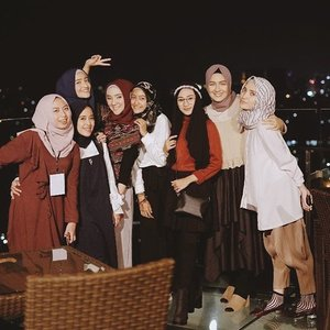 A night to remember ❤️ The story behind this precious moment is written on my blog. Click the link on my bio.  #clozetteid #clozettes #hijabstyle