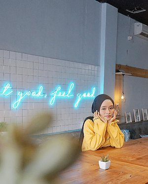 Eat good, feel good 💞...#beautiful #ootd #cafe #yellow #hijab #hijaboutfit #lookbookindonesia #ootdindo #ootdfashion #ootdfashionhijab #hijabstyleindonesia #fashionblogger #lifestyle #photooftheday #clozetteid #ziligo #zalora #zaraindonesia #zara