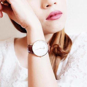 My favorite watch from @danielwellington : Classy St. Mawes 34mm Rose Gold. Super love the classic design! _ By the way christmas is coming! Treat your loved ones with Daniel Wellington. Check out danielwellington.com and choose one watch + extra cuff/strap to get 10% off. An additional 15% discount for you if you use my code 'rinicesillia'! From 15/11/2016 – 30/12/2016.  _ #clozetteid #clozette #danielwellington #watch #potd #picoftheday #whywhiteworks #beautybloggerid #rcendorse #daily #photography