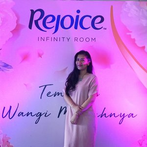 Attending Launching New Rejoice Perfume Shampoo , pertama kali di Indonesia 🌹💖.#RejoicePerfumeShampoo#RejoiceLook#RejoiceInfinityRoom @rejoice.id@beautynesiamember