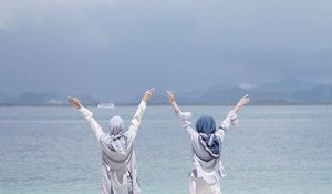Cheerful Coastal Hijabie Outfit Fashion Looks - Girls Hijab Style & Hijab Fashion Ideas