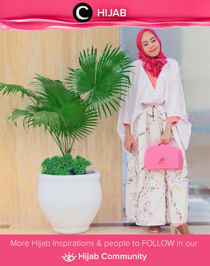 Pink and white nuance. She's wearing kimono top and loose pants for a formal and comfy look. Simak inspirasi gaya Hijab dari para Clozetters hari ini di Hijab Community. Image shared by Clozetter @zilqiah. Yuk, share juga gaya hijab andalan kamu