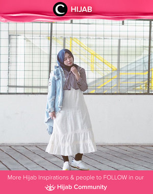 How about gingham pattern, white dress, denim jacket, and sneakers? Simak inspirasi gaya Hijab dari para Clozetters hari ini di Hijab Community. Image shared by Clozette Ambassador: @mellarisya. Yuk, share juga gaya hijab andalan kamu