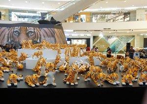 Happy Global Tiger Day, Clozetters!  @wwf_id mengajak kita semua untuk peduli dan melindungi populasu Harimau Sumatera yang kian kritis. Yuk, dukung kampanye WWF #DoubleTigers, jangan lupa kunjungi  pameran instalasi replika harimau di Senayan City #clozetteid