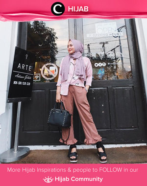 Clozette Ambassador Indri currently in love with dusty colour. What do you think? Simak inspirasi gaya Hijab dari para Clozetters hari ini di Hijab Community. Image shared by Clozette Ambassador: @indripurwandari. Yuk, share juga gaya hijab andalan kamu