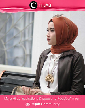 Leather jacket lived long time in fashion world and makes Hijabers to look modern. Simak inspirasi gaya Hijab dari para Clozetters hari ini di Hijab Community. Image shared by Clozette Ambassador: @bonitaarinida. Yuk, share juga gaya hijab andalan kamu