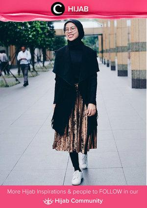 Keep shining with metallic skirt to starting this week. Simak inspirasi gaya Hijab dari para Clozetters hari ini di Hijab Community. Image shared by Clozetter: @ratnajuni. Yuk, share juga gaya hijab andalan kamu