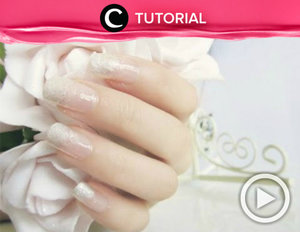 Simple and elegant gradient pearl sparkle nail http://bit.ly/2xfyd87. Video ini di-share kembali oleh Clozetter: @dintjess. Cek Tutorial Updates lainnya pada Tutorial Section.