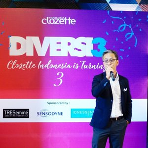 Clozette Diversi3 Party is begin! CEO Clozette, Roger Yuen sedang memberikan kata sambutan. And then, let's party!  #ClozetteID #Colormeup #WardahXClozettediversi3 #IONESSENCEXClozettediversi3  #RunwayReadyHair #TresemmeXClozettediversi3 #Sensodyneid #SensodyneXClozettediversi3 #DoveIdn #Wajahmuistimewa #DoveXClozettediversi3