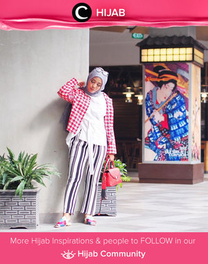 Stripes in a complimentary color palette will befriend your houndstooth. Simak inspirasi gaya Hijab dari para Clozetters hari ini di Hijab Community. Image shared by Clozetter: @rizunaswon. Yuk, share juga gaya hijab andalan kamu