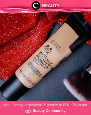The Body Shop Matte Clay Skin Clarifying Foundation. It's 100% vegan Matte Clay Foundation. This lightweight foundation is enriched with skin-clearing tea tree and leaves a breathable, yet full-coverage matte finish. It's also resistant to water and sweat.  Simak Beauty Updates ala clozetters lainnya hari ini di Beauty Community. Image shared by Clozetter: @ranilukman. Yuk, share beauty product andalan kamu.