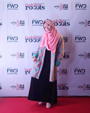 • My outfit while attended the fashion show by FWD Life and Hard Rock Fm last Friday (25/08) in Sarinah, Thamrin. When in doubt, wear Batik 😆♥. What do you think?  Anyway, just in case you curious about that event, read full review at http://bit.ly/FWDFashionShow .  #ClozetteId #fashionShow #FashionBlogger #FWDFashionRocks #FWDBebasIkhtiar #MelangkahDenganSyari #MelangkahDenganSyariah