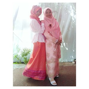"• I choose the person beside me as #mydarlingkartini because she proves that being a wife and mom doesn't mean imprisoned in dapur-sumur-kasur only.  When she got married, I was 15 years old and I thought I would lose her. We stayed together long enough and she became sister, best friend, enemy, also teacher all the time. I told her that I was afraid to losing her if she got married. Then, she replied, ""If I marry, my love to you more than now."" 💕✌👍 .  Sure I didn't believe 😒. But she proves it until now such as, we can still hang out together, lunch in some places just the two of us, she often makes my ATM full, always on my side when I up and down, also bought so many things for me that I do not ask.  She was very busy as vice principal, had to take care of four children and her husband, but she still do her hobbies in making handmade or knitting and any other activities. She's smart, pretty, rich (LOL), have so many ideas to do, and she can divide the time for those people she loves. She's inspired me in so many ways 😭😆 .  For me she's really strong and independent woman, the truly Kartini nowadays 😍 . Oh, she is my older sister.  Tell me if you know her.  #clozetteid #kartini #fashion #fashionblogger #ootd #bblog #bbf #sister #friendshipgoals  #wijayaplatinumskincare #wijayaskincaredepok  Ps. Boleh kok, bantu betulin kalau grammar-nya salah."