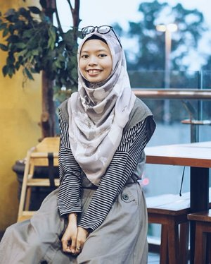 • Monochrome outfit isn't my style, but combined with Kiera Hijab make me looks pretty!  New collection is coming soon! Get exclusive voal hijab at @by.au  ____________________________  contact for photoshoot or any inquiries : unidzalika@gmail.com  #clozetteid #hijab #voalhijab #HijabByUniDzalika