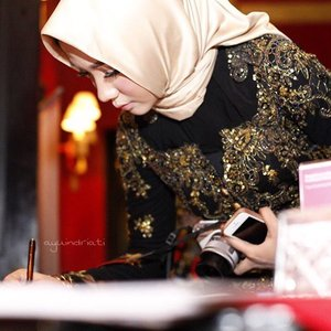 Throwback event #WonderfulNoon Kementerian Pariwisata Indonesia🖤✨ . . . . . #ayinevent #ayuindriatiXkemenpar #hijab #hijabfashion #hijabstyle #fashion #Indonesia #kebaya #black #clozette #clozetteid #ayuindriati