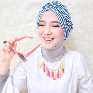 Siapa yg kalau udah senyum/ketawa matanya jadi segaris beginii? Hayo ngaku! 😄💦 •• #Turban -- @abouther.id by @riskipm 💕 ...#clozetteid #fashion #hijab #hijabfashion
