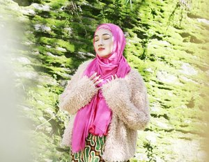 Nature is not a place to visit It is home// Wearing faux fur jacket @stradivarius totally obsessed//..#nature #embrace #myhearts #positive #vibes #ootd #outfitoftheday #hotd #hijab #hijaboftheday #hijablookbook #hijabstyleindonesia #clozette #clozetteid #instastyle #instagood #instalike #instamood #fashion #fashionpost #fashionmom #momstyle #mystyle #style #pictureoftheday #vscogram #vscocam #vsco #stradivarius #stradilooks
