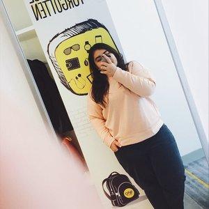 Mandatory selfie at @yellohotels. Menghabiskan weekend di hotel super gemas dan tengah kota pula. Happy! A little escape before back to routine 😍 #yelloxputrikpm #clozetteid #lifestyleblogger #yellohotel #weekend #staycation