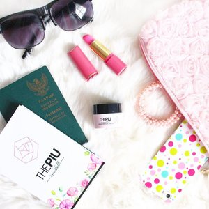 how about holiday and traveling?? 🤔 . . . #travelwithpiu #redwineforskin #clozetteid #starclozetter #flatlay #beautyblogger