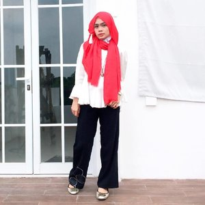 Dress code of the day💞.Red Pashmine by @gnrcollect ❤️.#clozetteid #hijaber #ootd #ootdhijab #diaryhijaber #hijabootd #hijabootdindo #beautynesiamember