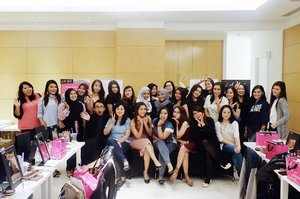 THANK YOU SO MUCH @lagirlindonesia for the opportunity 💖💖💖 Thank God beauty class nya berjalan dengan lancar 😗😗😗 . #lagirlindonesia #juallagirl #lagirl #lagirlcosmetics #makeupartistindonesia #muaindo #muaindonesia #muajakarta #makeupartistjakarta #ivgbeauty #indobeautygram #beautynesiamember #clozette #clozetteid #instamakeupartist #makeupporn #makeuppower #beautyaddict #beautyartist #fotd #motd #eotd #indobeautyvlogger #beautyclass #softglam