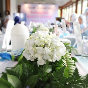 Last monday, at Ramadhan Beauty Soiree with @laneigeid and @scarf_magz  still can't move on from the blue and white decor.  #ClozetteID #partydecor #ScarfMagzXLaneige #laneigeid #white #flower #potd #blue #mommyblogger #bloggerlife