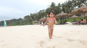 My beloved princess is enjoying the soft and puffy  sands in @clubmedbintan  #ClozetteID #getaway #littlegirl #beach #clubmed #clubmedbintan #instakids #instatravel #travel #holiday #indonesia #instagood