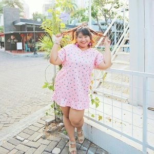 Beat the heat with ice cream! And here I am wearing a cute dress with ice cream pattern all over it.  I posted about summer outfits in my blog peeps~ kindy check it out. The link is always on my bio. 😘 . . Tap to know where I bought the dress. 😉  #ootd #ootdbigsize #ootdbigsizeindo #fashion #cute #ootdplussize #ootdcurvy #ootdplussizeindo #ootdbigsizeindo #curvy #clozetteid #summeroutfit #summer #pink #icecream #🌞 #blogger #bblogger #beautyblogger #surabayabeautyblogger #sbybeautyblogger #bodypositive #celebratemysize #ootdindonesia