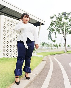 Last pic of this outfit. This time.. Me facing the camera 😂😂. Been looking away for years I guess. Tap the pic to see details. ..📷: @dimsam95#ootd #ootdbigsize #ootdbigsizeindo #fashion #cute #ootdplussize #ootdcurvy #ootdplussizeindo #ootdbigsizeindo #curvy #clozetteid #blogger #bblogger #beautyblogger #surabayabeautyblogger #sbybeautyblogger #curvygirl #plussize#bodypositive #celebratemysize #ootdindonesia #ootdindo #curvystyleideasid #endorsement #endorsementid #endorsementindo #endorsersby #influencersurabaya #beautyhasnosize