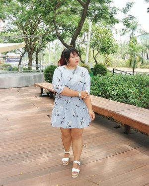 When it's too hassle to choose top and bottom for ootd, casual mini dresses will always be your best answer. Got this cute drop waist dress from @lgcolletionThey sell so many trendy good quality bigsize outfits!! Kaya dress yg satu ini nih. Motifnya lg hits bgt. Super luv. ❤❤❤#ootd #ootdbigsize #ootdbigsizeindo #fashion #cute #ootdplussize #ootdcurvy #ootdplussizeindo #ootdbigsizeindo #curvy #clozetteid #blogger #endorsement #endorsementid #endorsersby #bblogger #beautyblogger #surabayabeautyblogger #sbybeautyblogger #curvygirl #plussize#bodypositive #celebratemysize #ootdindonesia #ootdindo #curvystyleideasid #summer  #celebratemysize #beautyhasnosize