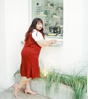 No, you can't order coffee from this window. . . . Sometimes i'm just too lazy to write caption so yeah... . . Antelope Slip on Dress from @bodybigsize  If you ask me about the shoes, i'm not gonna mention it. Not recommended. Very rude seller. . . Captured by the one and only @dimsam95  #jepretandidis #ootd #ootdbigsize #ootdbigsizeindo #fashion #cute #ootdplussize #ootdcurvy #ootdplussizeindo #ootdbigsizeindo #curvy #clozetteid #blogger #bblogger #beautyblogger #surabayabeautyblogger #sbybeautyblogger #curvygirl #plussize #bodypositive #celebratemysize #ootdindonesia #ootdindo #curvystyleideasid #summer  #celebratemysize #beautyhasnosize