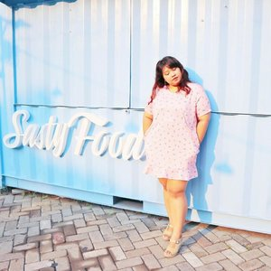 Eyyy, everyday is summer here. Embrace the sun, let it kissed your skin and make you glow like a glazed donut.  #ootd #ootdbigsize #ootdbigsizeindo #fashion #cute #ootdplussize #ootdcurvy #ootdplussizeindo #ootdbigsizeindo #curvy #clozetteid #summeroutfit #summer #blue #🌞 #blogger #bblogger #beautyblogger #surabayabeautyblogger #sbybeautyblogger #bodypositive #ilovemyself