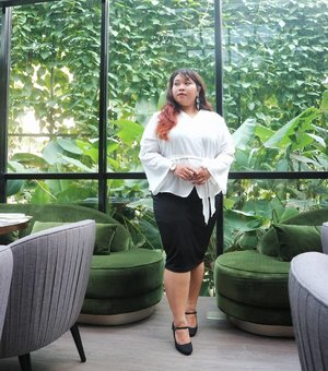 I just pull out these two outfit whenever there is an event that require me to dress elegantly. Tap for details 😘 #ootd #ootdbigsize #ootdbigsizeindo #fashion #cute #ootdplussize #ootdcurvy #plussizeindonesia  #ootdplussizeindo #ootdbigsizeindo #curvy #clozetteid #blogger #bblogger #beautyblogger #surabayabeautyblogger #sbybeautyblogger #curvygirl #plussize#bodypositive #celebratemysize #ootdindonesia #ootdindo #curvystyleideasid #summer  #celebratemysize #beautyhasnosize