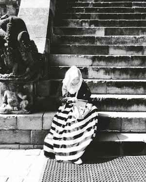sit a while, mungkin dia lelah~........#hijab #ootd #hijabbi #hijabers #instahijab #clozetteid #hotd #instadaily #hdr #candid #holiday #monochrome #stripes #magelang #hijabfashion #rocks #stairs #statue #temple #indonesia #bnw #candi #blackandwhite #blacknwhite #wideskirt #maxiskirt #monochromeskirt #longskirt #fashionstyle