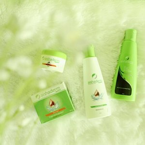 Produk halal dari Aishaderm💚 -VC Cream -Sunscreen -Facial Wash -Shampoo Review on my blog😗 . . #aishaderm #skincare #cosmetics #review #beauty #makeup #sunscreen #facialwash