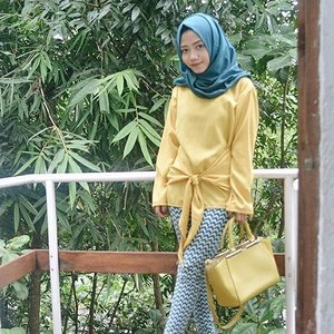 How about yellow?🍋...#clozetteid #hijab #ootd #fashion #yellow