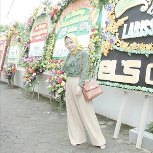 Yesterday's event opening new branch of @larissacenter🎈  Wearing Aira Basic by @airahijabjogja 💖 . . . #LarissaCenter #Larissa #ClozetteID #Clozetter #Hijab #HijabDaily #DailyLook #Casual
