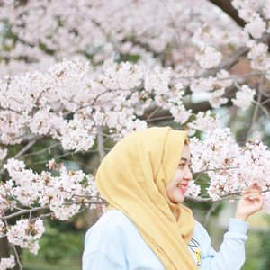 Let your smile blossom in every seasons. Because it looks good on you 🙃  #clozetteid
