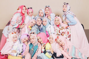 My pelangi ketceh skwad. Tahun ini kita pilih tema pastel, thanks to ka @heliarossa yg slalu hype kalau soal dress code 💋🌈 . From year to year (swipe left) 1. Bobo berjamaah (2018) 2. Goes pastel (2018) 3. Bohemian sisters (2017) 4. Monochrome(2016) . Semoga terus solid, supportive, sisterfillah till jannah.. amin 🙏🏼💕 . Trusting our commemorations as always to @creativa_photo @creativa_studiopku . Thank you for having us again this year. Insha allah we'll meet again years to go 🌈💕🙏🏼 #clozetteid
