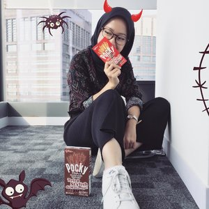 Who's ready for Halloween with @cchannel_id x @pockyindonesia?? 👻👻👻 Get ready for Halloween Party! 🎃 #cchannelxpocky . . . . #clozetteid #beauty #indobeautygram #beautyblogger #beautynesiamember #dailymakeup #blogger #indonesianbeautyblogger #indonesianfemaleblogger #bloggerperempuan #아름다움 #구성하다 #charisceleb #かわいい