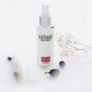 Keiskei — The natural hair care which made from ashitaba leaf 😍 If you never heard about ashitaba, ashitaba is a herbal leaf which has a lot of benefits ! . Well, this is Keiske hair perfume conditioner, which can help you to repair the damage, dull, and branched hair. More over, this product can keep you hair moist and fresh 👏🏻 . Made from natural ingredients, Keiskei is safe enough for everyday use. Different from another conditioner, you just spray it on your hair and wait until dry. The dry process is fast enough, don't worry will make your hair fell sticky ♥️ . To get the maximal result, use Keiskei hair perfume conditioner twice a day ! . The things that I like from this conditioner is efficient, the smell is fresh, quick dry and made from natural ingredients 🌻 . . . #clozetteid  #review  #keiskei  #keiskeiindonesia  #haircare  #flatlay  #potd  #blogger  #bloggerindo  #뷰티블로거 #대한민국 #서울 #제주 #유행 #라이프스타일 #구성하다