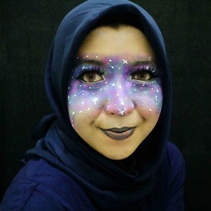 Bikin make up tema-tema galaxy. Ternyata ngga susah-susah amat sih. Ya meskipun belom bagus 😌 . ✨ Foundation: Kryolan Tv Paint Stick Shade White ✨ Coloring: Magic Collection Professional Body Art ✨ Lipstick: @maybelline The Loaded Bolds shade Audacious Blue + @rollover.reaction shade Penny ✨ Fake Lashes: @ratubulumata serinya lupa 😂 . #Clozetteid #galaxymakeup #beautyjunkies #makeupart #makeuplover #faceoftheday #kbbvmember #instamekup #beautiesquad #rusydinatbeauty #beautyblogger