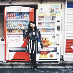 Mandatory tourist shoot with vending machine.  Oh,  and do you spot #airou?  #tgif #vheiigoestojapan #travelwithvheii #clozetteid ..#wanderlust #japan #travel #like4like #followforfollow #f4f #heart #fujixa2 #fujian #hkblogger #hkbeautyblogger #indonesiabeautyblogger