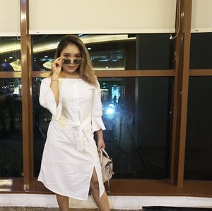 I see you 👀 .  White dress : @label8store . . .  #fashion #fashionstyle #ootd #outfitoftheday #fashionblogger #fashionenthusiast #vsco #vscocam #overalwhite #ootdindo #clozetteid