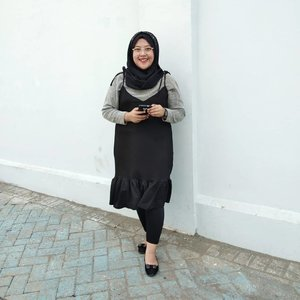 Monochrome never dies !--#clozetteid #hijabfashion #hijabootd #fashionhijab #hijabstyle
